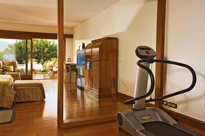 Deluxe Room Side Sea View with Gym Facilities - Interior