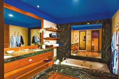 Deluxe Room Side Sea View with Gym Facilities - Bathroom