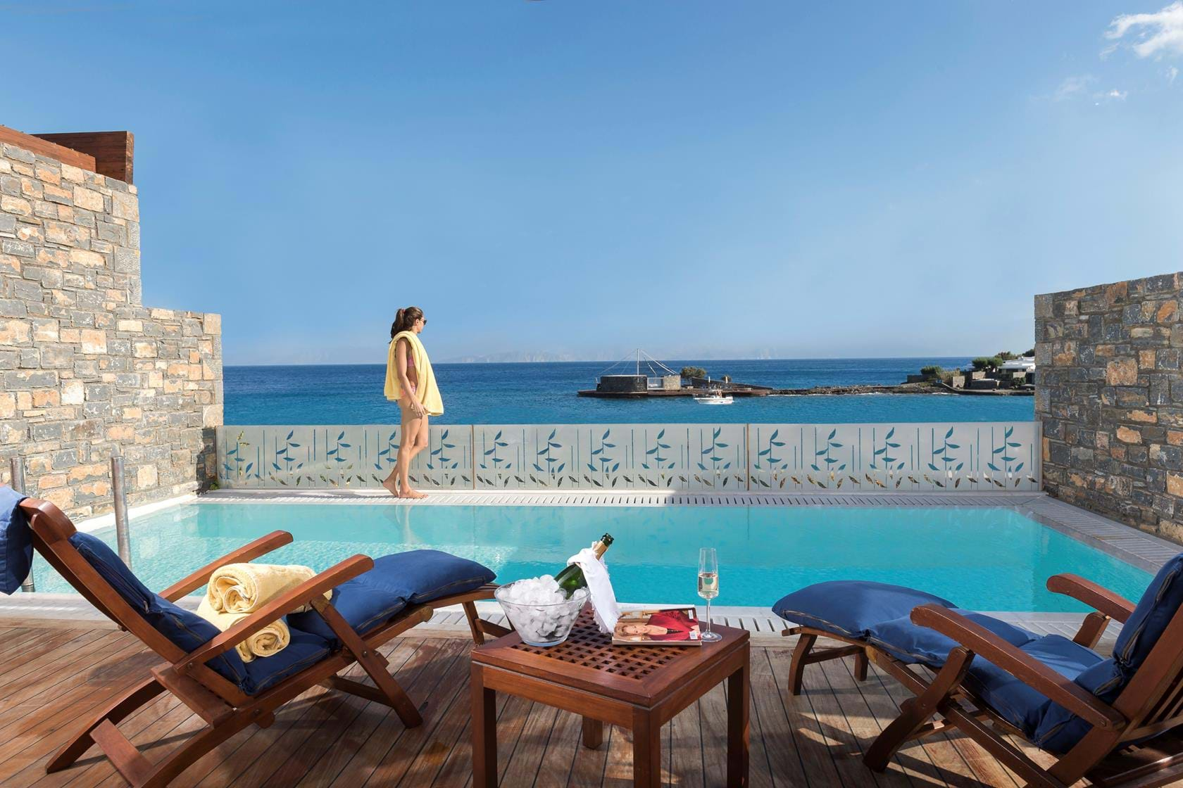 Official website of elounda beach hotel villas luxury for Small luxury beach hotels