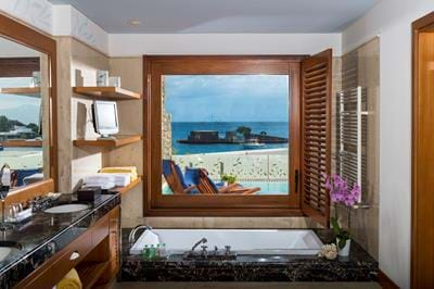 Island Suites Sea View with Private Heated Pool - Bathroom