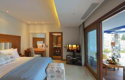 Hideaway Villas Sea View with Private Heated Pool - Bedroom