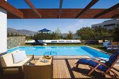 Family Villas with Private Heated Pool - Exterior