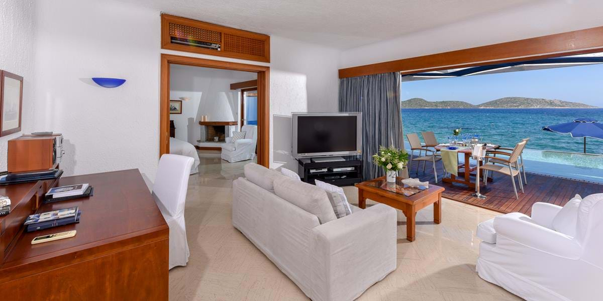 Presidential Bungalow Suites Waterfront with Private Heated Pool