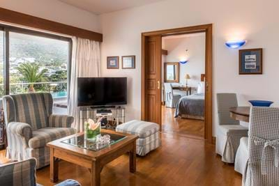 Deluxe Hotel Suites Sea View (Two Bedrooms & Sitting Room Separate) - Interior