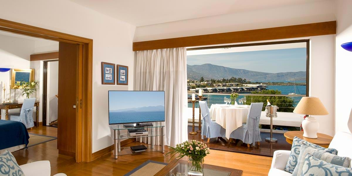 Two Bedrooms Deluxe Hotel Suites Sea View