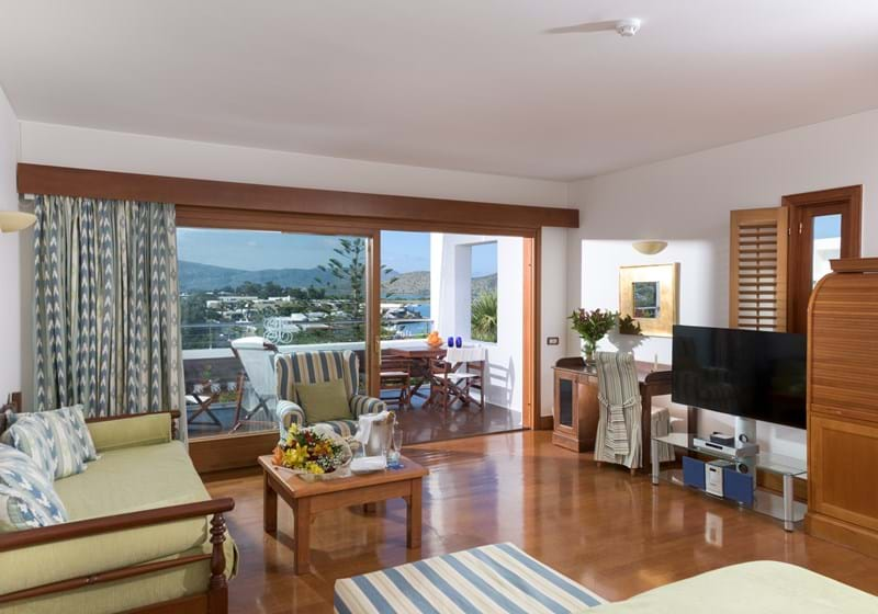Deluxe Hotel Suites Sea View (One Bedroom & Sitting Room Open Plan)